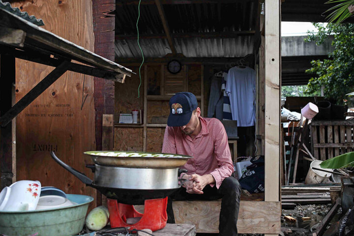 phil-america-slum-vacation-khlong-toey-installation-portrait