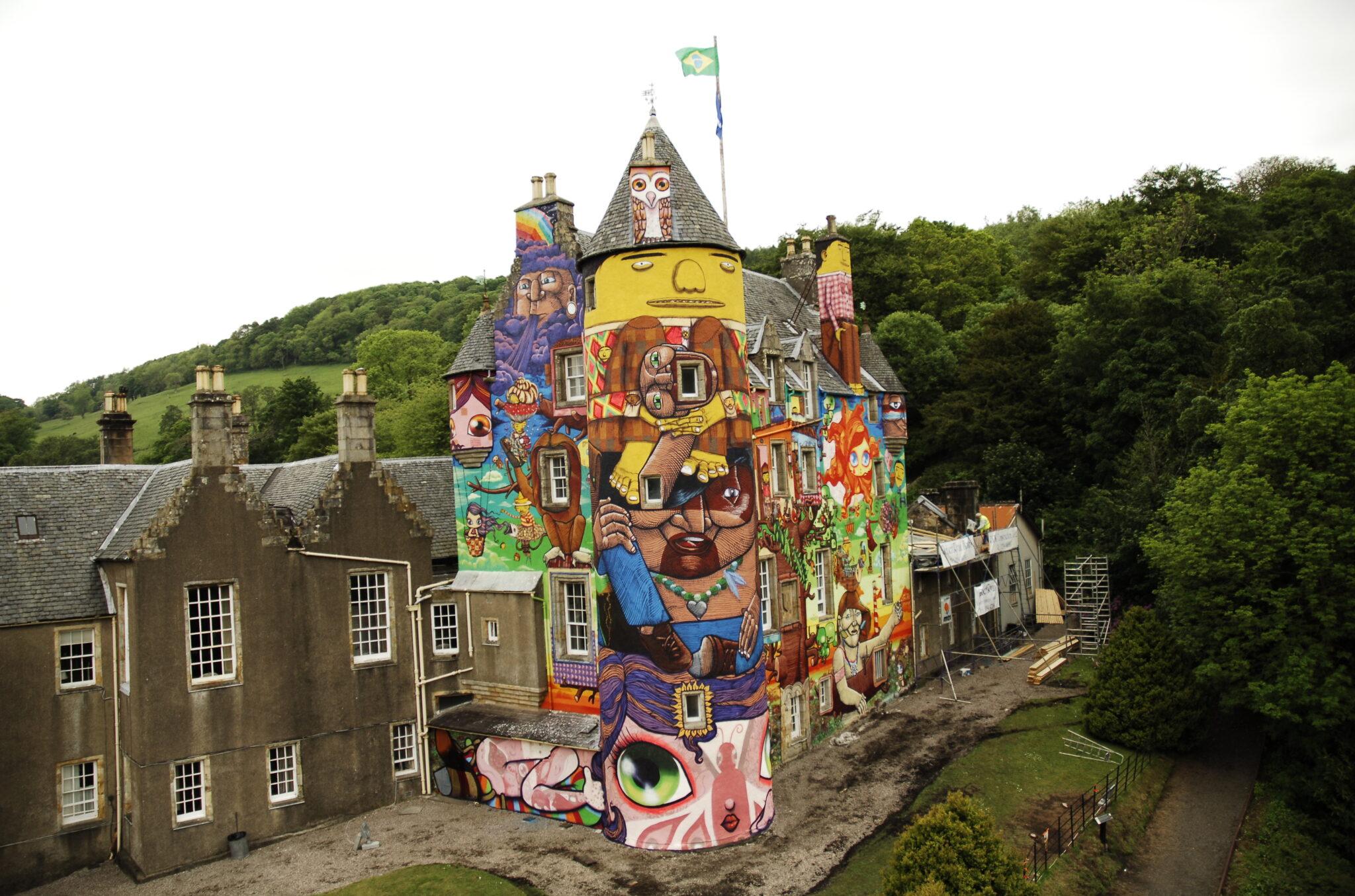 IMAGE 03 OSGEMEOS Kelburn Castle 2007