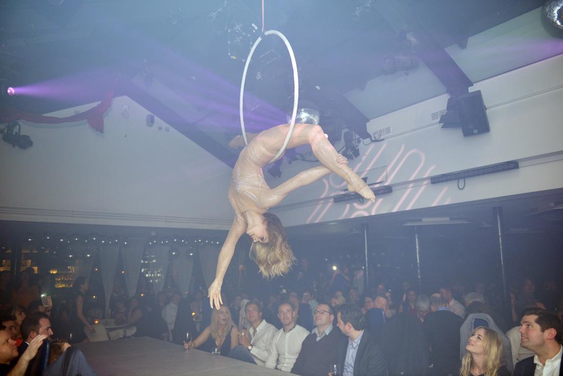 Circus - Valerie hoop